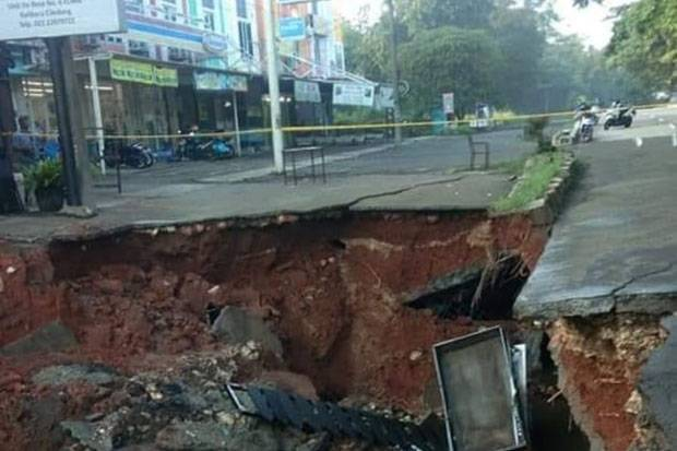 Jalan Ambles, Lalu Lintas Kendaraan di GDC Depok Diberlakukan Contraflow