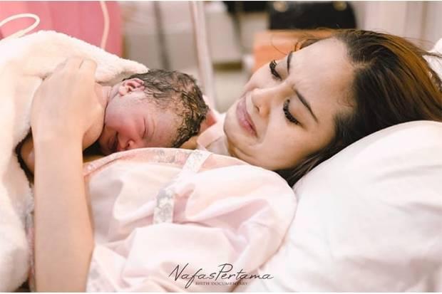 Tiwi Eks T2 Lahirkan Anak Kedua dengan Metode Gentle Birth, Apa Itu?