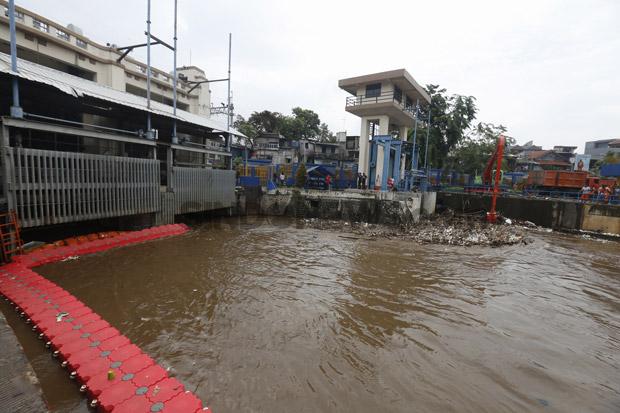 Update Tinggi Muka Air: Status Pintu Air Pasar Ikan Siaga 2