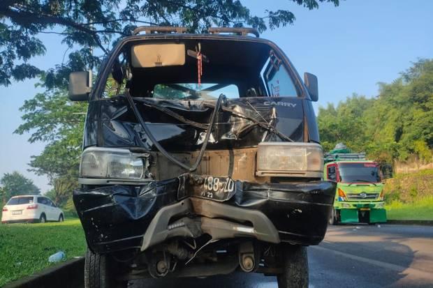 Adu Banteng Mobil Pickup vs Motor di Cisauk, 1 Tewas