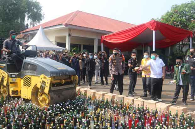 Hasil Razia Selama 2021, Polres Bekasi Musnahkan 12.800 Botol Miras