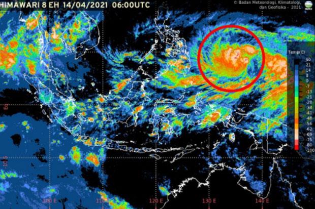 Siklon Tropis Surigae Bergerak Menjauh dari Indonesia, Warga Diminta Tetap Waspada