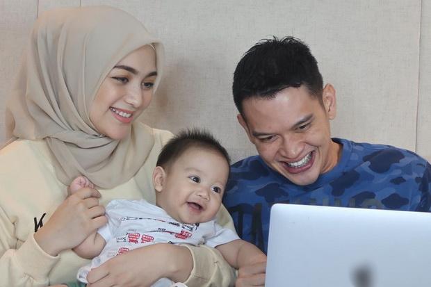 5 Pasangan Selebritas Ini Sambut Ramadhan dengan Anggota Keluarga Baru