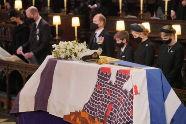 Pemakaman Pangeran Philip Berlangsung Haru dengan Penghormatan Militer