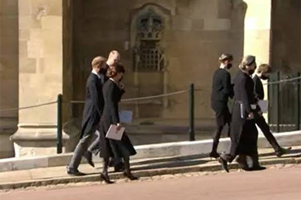 Menit-Menit Kate, Harry, dan William Jalan Bersisian usai Pemakaman Pangeran Philip