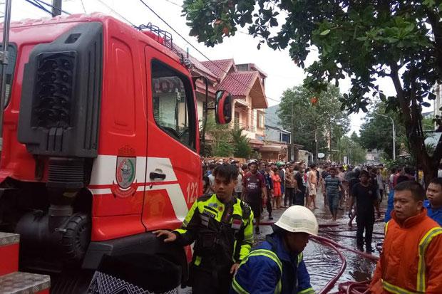 Enam Bangunan di Makassar Ludes Terbakar, Dua Kafe dan Barbershop