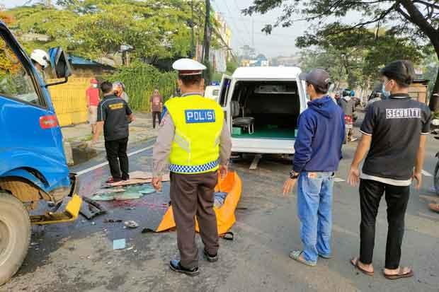 Bongkar Muatan Es, Sopir Truk Tewas Mengenaskan di Bogor
