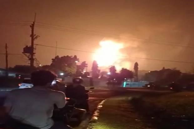 Semburan Api di Langit Cikarang Bikin Gempar Warga