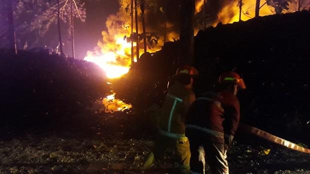 Mess TKA di Gunung Putri Bogor Terbakar, Dipicu Limbah Ban Bekas Tersambar Petir