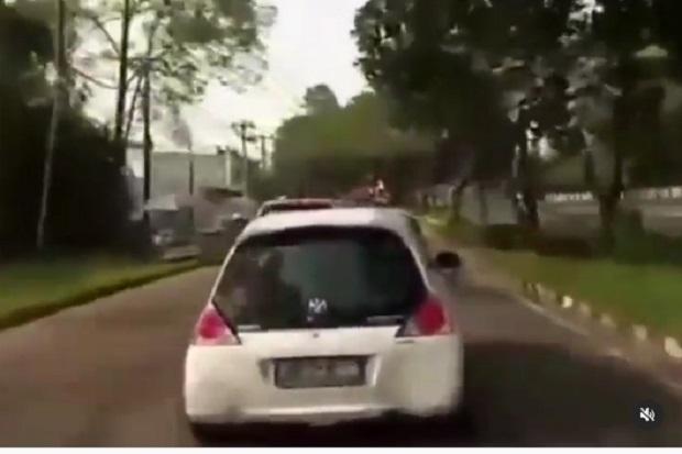 Viral! Mobil Sedan Ini Ogah Kasih Jalan buat Ambulans yang Bawa Ibu Hamil Alami Pendarahan