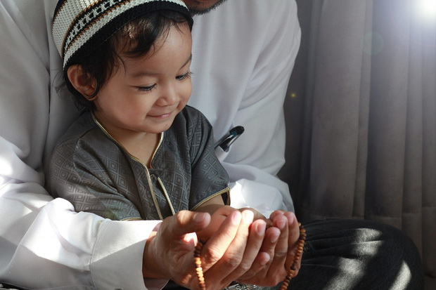 Ramadhan Momen Tepat buat Orang Tua Ajari Anak tentang Kebaikan
