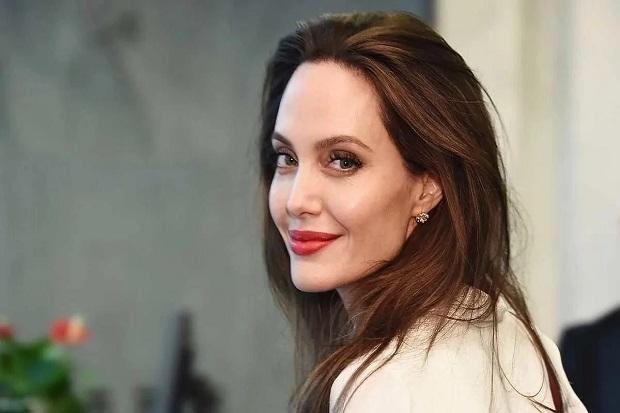 Karir Angelina Jolie Sempat Mandek Beberapa Tahun karena Cerai dari Brad Pitt