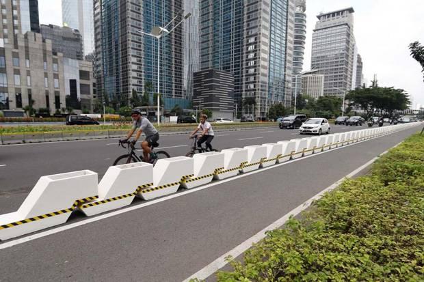 Beton Pembatas Jalur Sepeda Membahayakan, Warganet: Mestinya Dibikin yang Lebih Ramah Pengguna