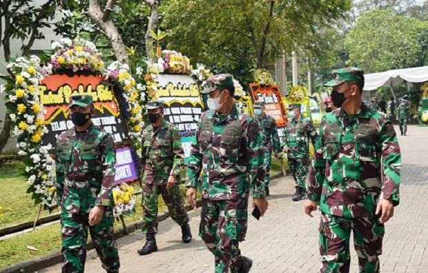 Lantamal III Jakarta Kunjungi dan Berikan Tali Asih kepada Keluarga Awak KRI Nanggala 402 di Bogor