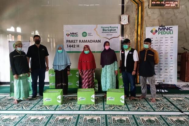 MNC Peduli dan Inisiatif Zakat Indonesia Salurkan Paket Ramadhan di Desa Binaan Bogor