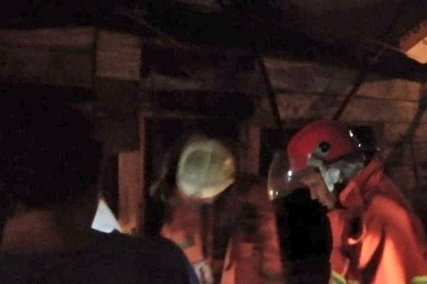 Gara-gara Petasan, Dua Rumah Kontrakan di Kebayoran Lama Ludes Dilalap Api