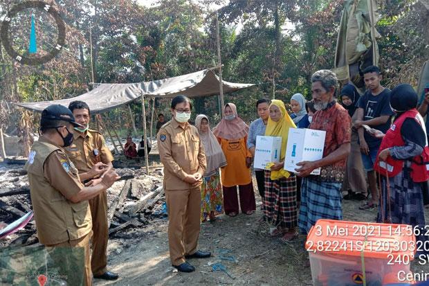 Korban Kebakaran di Desa Cenning Malbar Terima Bantuan dari Pemkab Luwu Utara