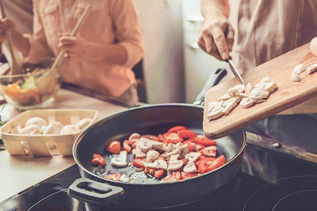 Sehat dan Hemat, Ini Beragam Manfaat Positif Memasak Sendiri di Rumah