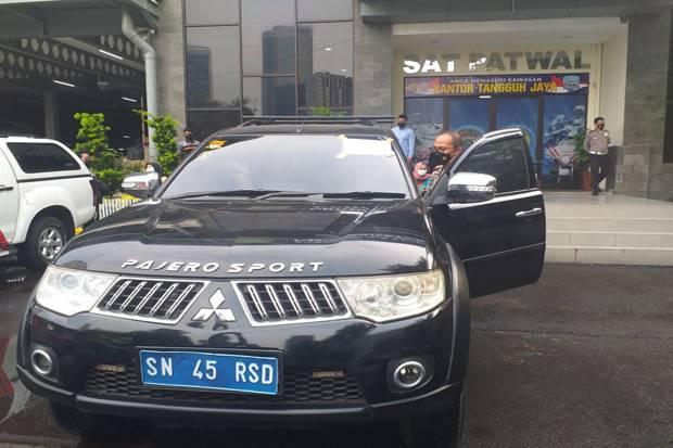 Menteri Keuangan Sunda Nusantara Bentak Polisi saat Diperiksa Kelengkapan Berkendara