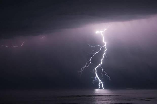 Hujan Petir Berpotensi Landa Jaktim dan Jaksel Sore Nanti