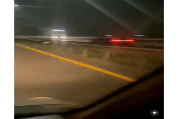 Viral! Mobil Sedan Ngebut Lawan Arah di Tol Lingkar Timur Pulo Gebang