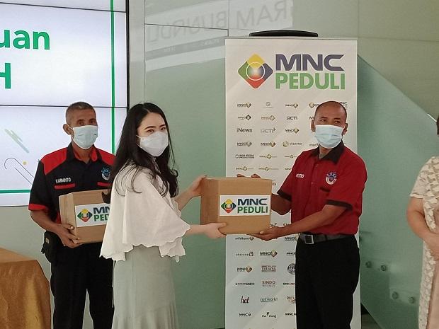 MNC Peduli Salurkan Bantuan untuk Dai di Pedalaman dan Porter Stasiun KA
