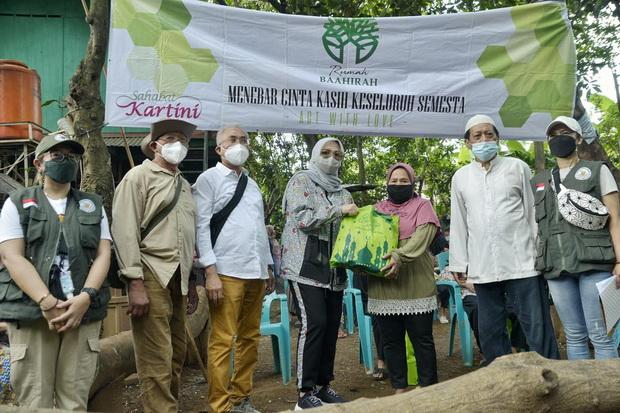 Selain Berbagi, Pegiat Sosial Sahabat Kartini Ajak Masyarakat Peduli Lingkungan