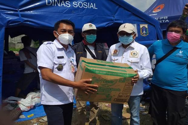 Wakil Ketua DPRD DKI Beri Bantuan untuk Korban Kebakaran di Kapuk Muara