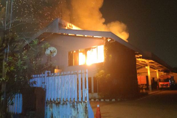 Gudang Hino Jakarta Utara Terbakar
