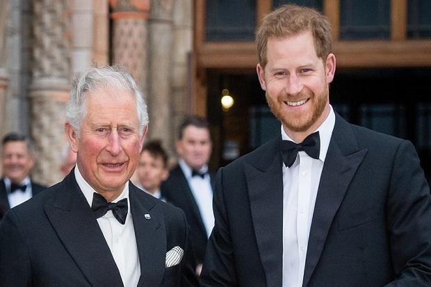 Pangeran Harry Ngaku Hidupnya Menderita karena Pangeran Charles, Kenapa?