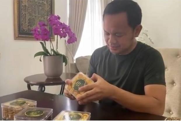 Kesulitan Cari Ujung Selotip Toples Nastar, Wali Kota Bogor Bima Arya Usul Ini pada Produsen Kue Lebaran