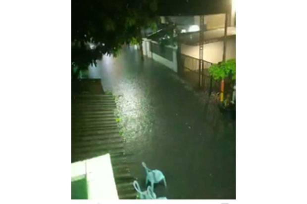 Hujan Guyur Jabodetabek, Air Mulai Genangi Perumahan di Tangerang Raya