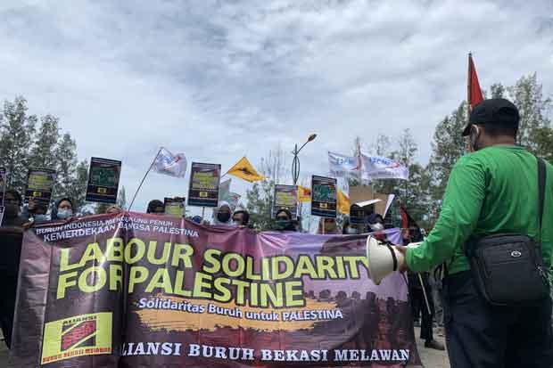 Kepung DPRD Kabupaten Bekasi, Buruh Minta Dukungan Hentikan Serangan Israel ke Palestina