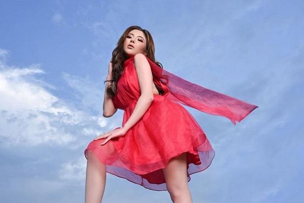 Digosipkan Dekat dengan Vicky Prasetyo, Ini Profil Model Seksi Ayu Aulia