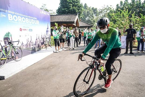 Giatkan Sport Tourism sebagai Tren Baru Pariwisata, Sandiaga Uno Ikut Gowes 55 Kilometer Yogyakarta-Borobudur
