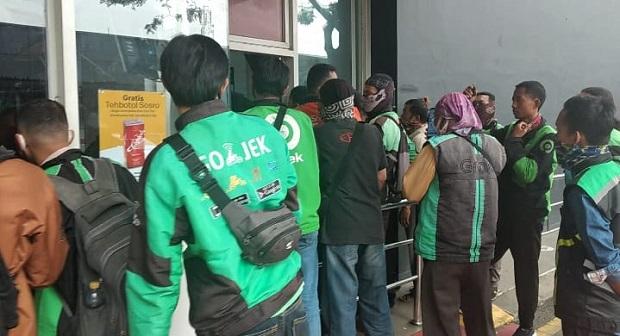 BTS Meal McDonald di Tangerang Ricuh, Puluhan Driver Ojol Protes Mengantre Berjam-jam