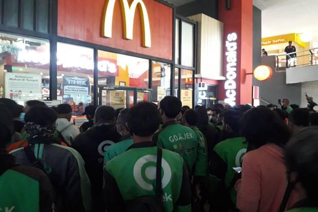 Ojol Berkerumun di McDonald's, Warganet Singgung Proses Hukum yang Dijalani Habib Rizieq