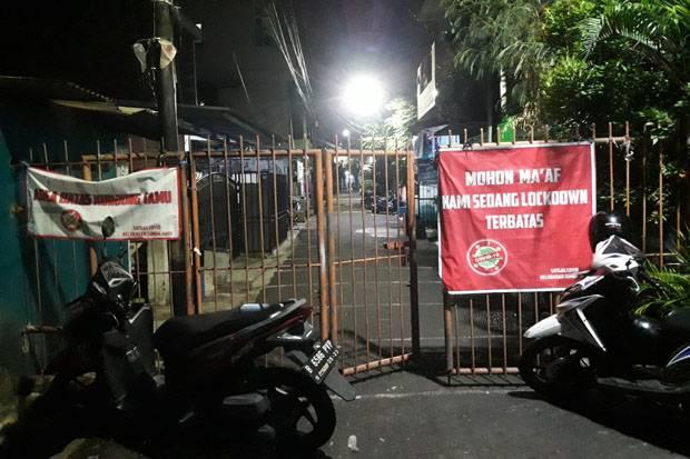 3 RT di Kelurahan Sumur Batu Jakpus Lockdown, Begini Suasananya