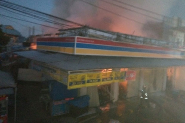 Minimarket di Suding Ludes Terbakar Diduga Korsleting