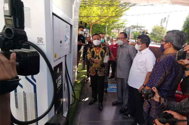 Stasiun Pengisian Kendaraan Listrik Umum Kini Hadir di Kota Makassar