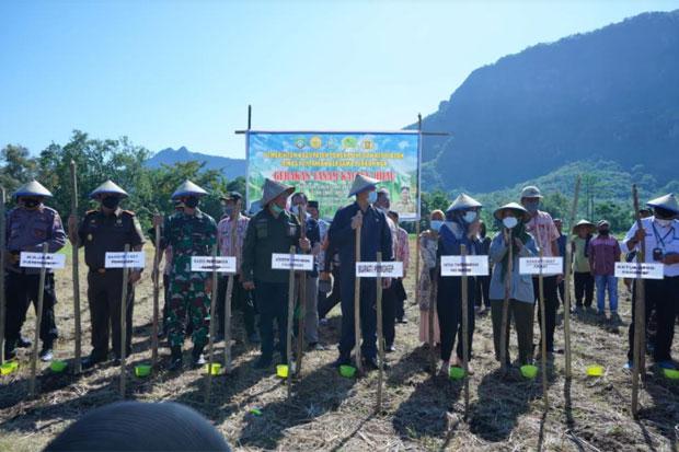 Yusran Lalogau Dorong Peningkatan Hasil Panen Petani Pangkep