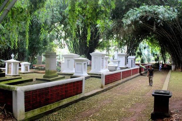Makam Kuno Belanda di Kebun Raya Bogor, Misteri Dua Nama dalam Satu Nisan