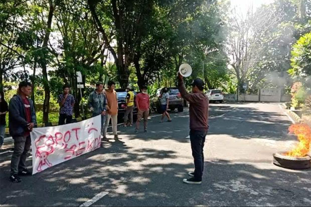 DPRD, Mahasiswa dan Netizen di Wajo Suarakan Gerakan Ganti Sekda