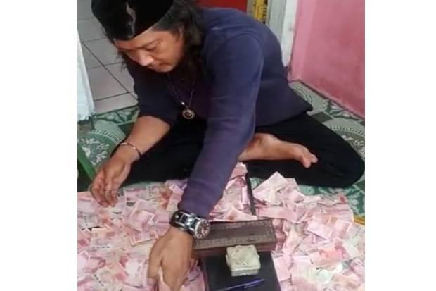 Batuk-batuk di Sel Tahanan, Dukun Pengganda Uang di Bekasi Dilarikan ke Rumah Sakit