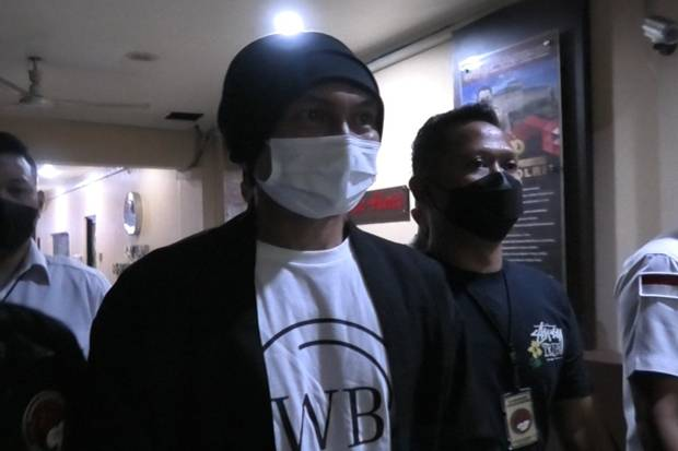 Polisi Sita Barang Bukti Narkotika Milik Anji di Cibubur dan Bandung