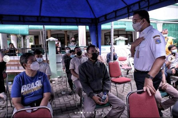 Tinjau Pelaksanaan Vaksinasi di Sunter Agung, Anies: Apakah Kamu Sudah Divaksin?