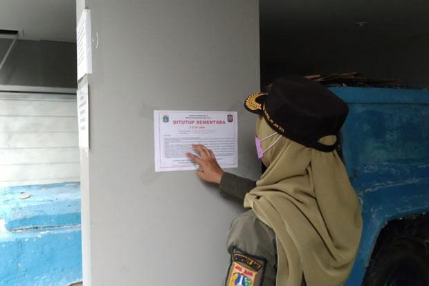 Penghuni Positif Covid-19, Satpol PP Tutup Rumah Indekos di Kebayoran Baru