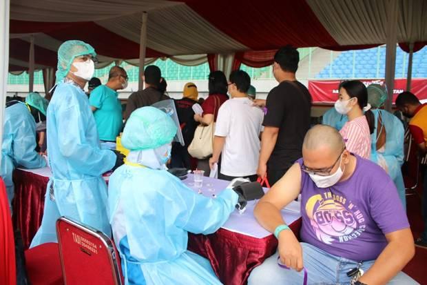Hendak Ikuti Vaksin Massal di Stadion Patriot Bekasi, 4 Warga Reaktif Covid-19