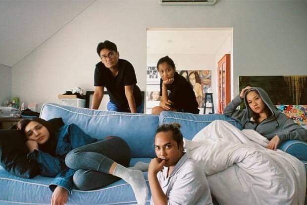 BCL Jalani Isoman bersama Beberapa Rekan, Netizen: Tetap Pakai Masker Kalian