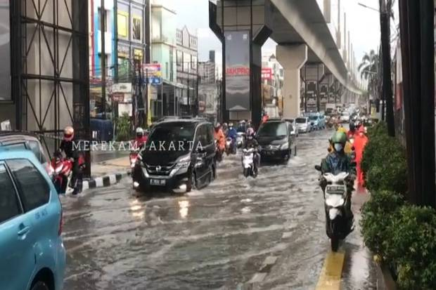Jalan RS Fatmawati Jaksel Tergenang, Arus Lalu Lintas Tersendat